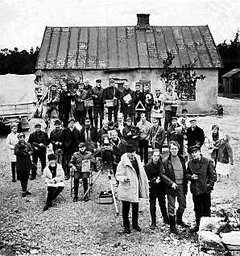 Fårö 1968. Ingmar Bergman tillsammans med Liv Ullman, Max von Sydow och resten av filmteamet.